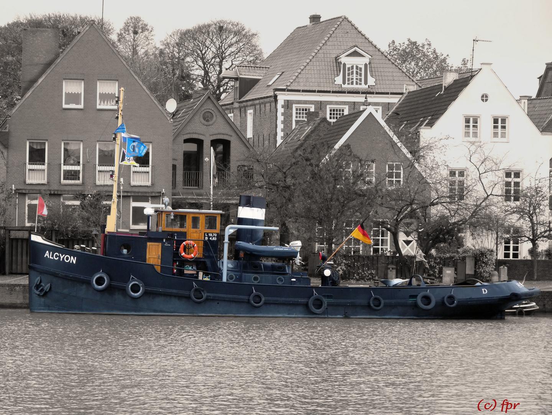 """der alte Schlepper """"ALCYON"""" im Hafen von Leer (Ostfriesland)"""