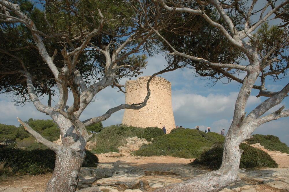 Der alte Wachtturm von Cala Pi