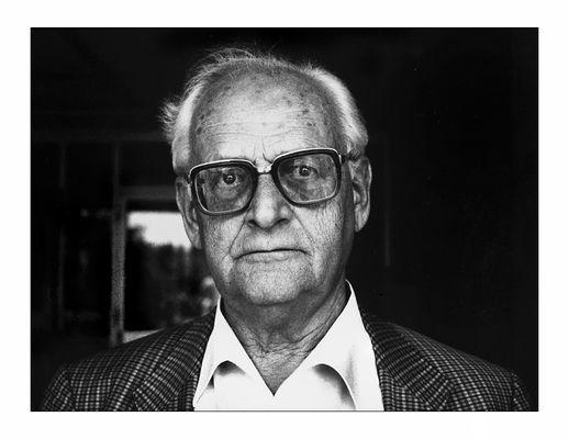 Der analog fotografierte und auf Extrahart vergrößerte Philosoph Ulrich Sonnemann.