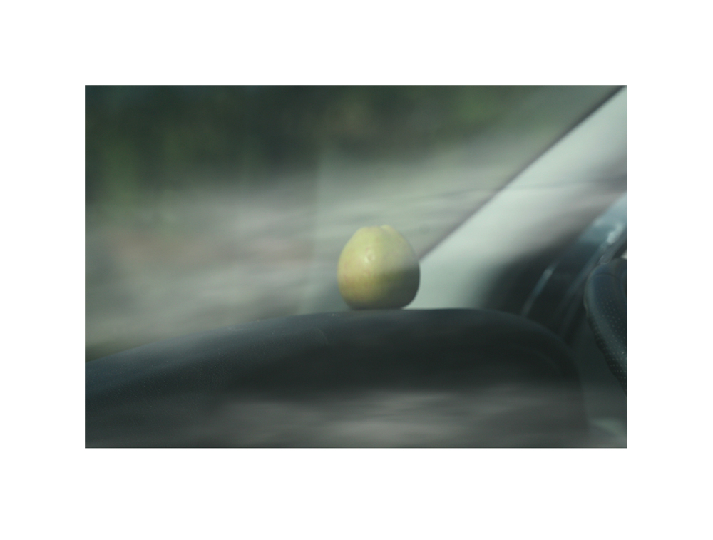 der Apfel im Auto nebenan