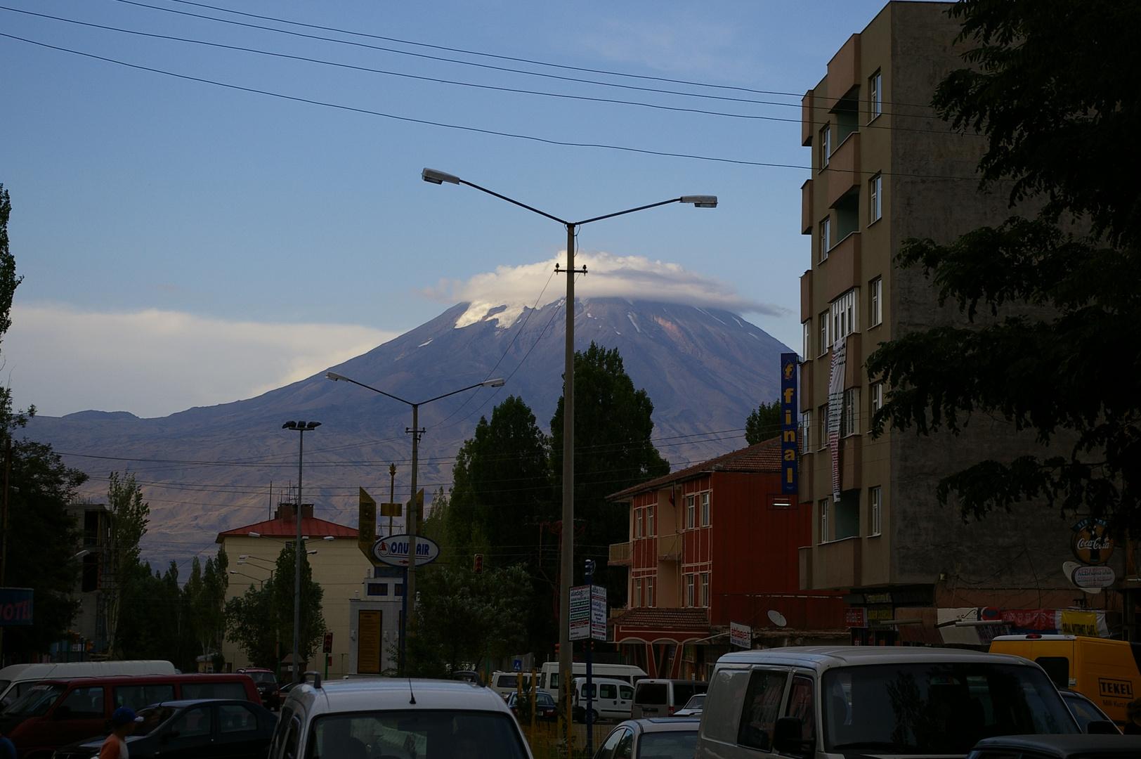Der Ararat aus der Mitte von Doguyabazit aus - ich will da wieder hin!