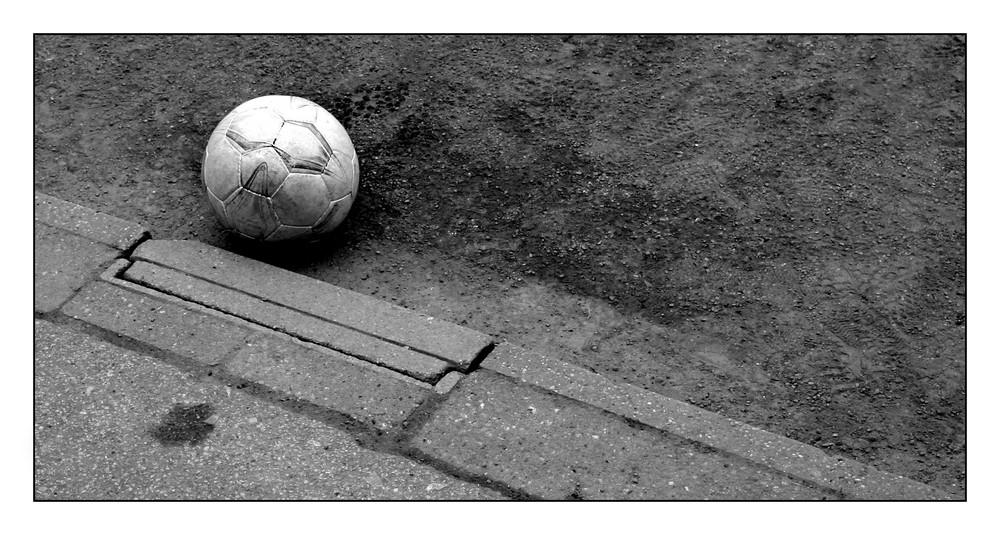 Der Ball ist rund!