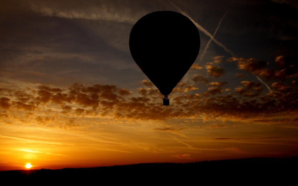 Der Ballon im Sonnenaufgang