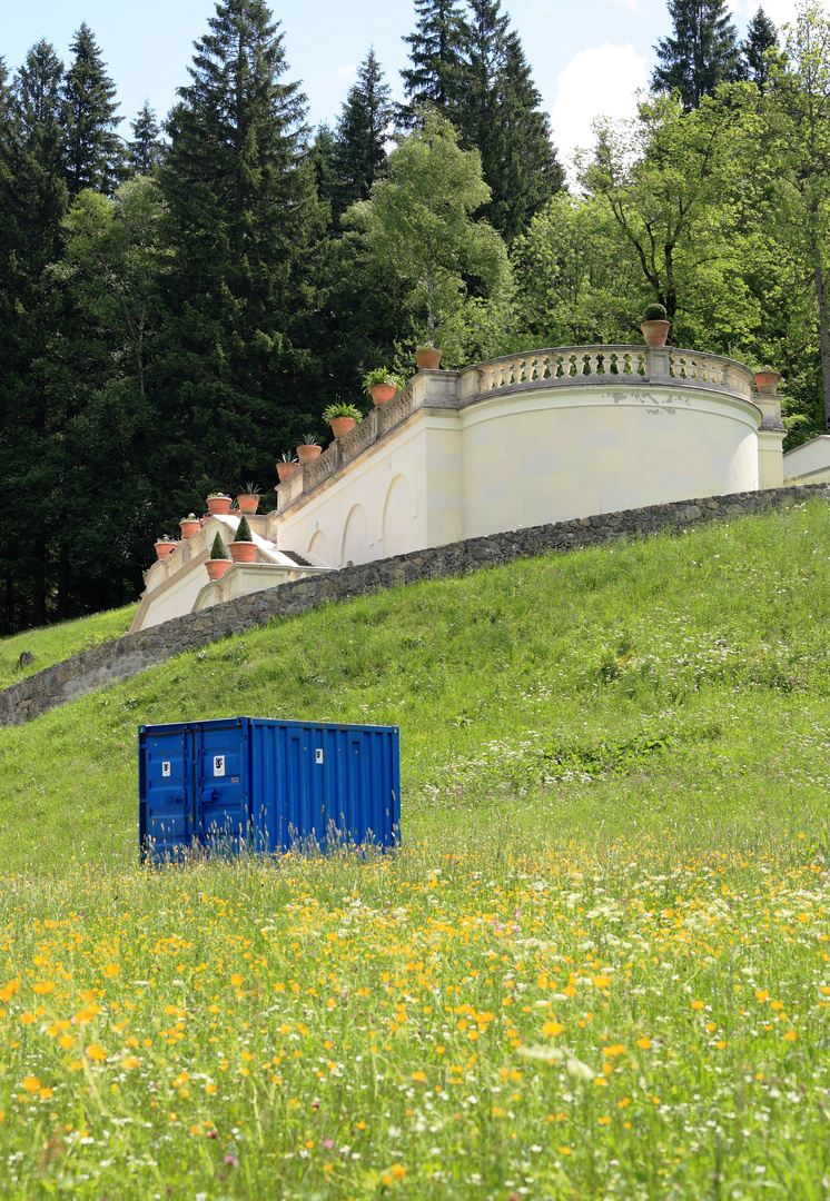 Der blaue Container von Schloss Linderhof