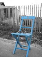 Der blaue Stuhl...und die retro-sonnenbrille! =)