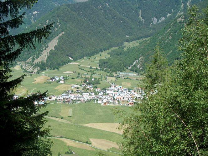 Der Blick vom Chavalatsch ins Tal
