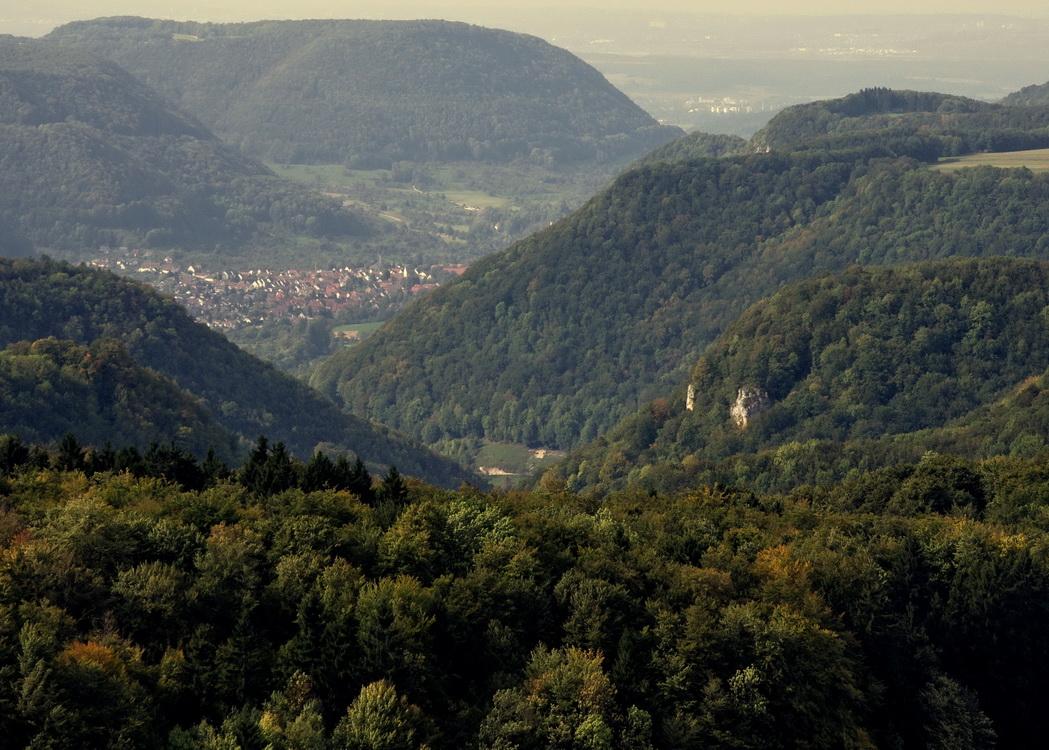 Der Blick vom Römersteinturm ins Lenninger Tal