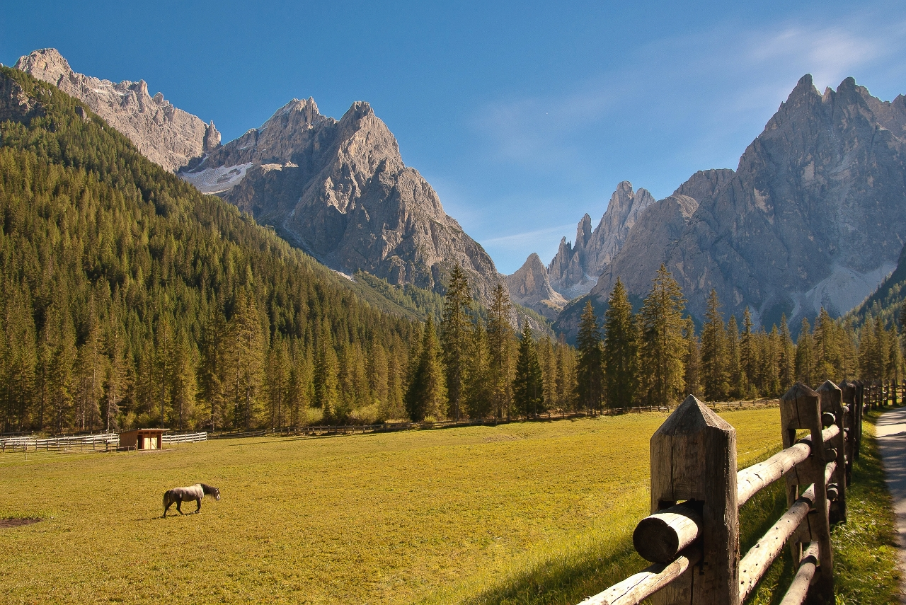 der Blick zurück zu den Bergen der Sextener Dolomiten