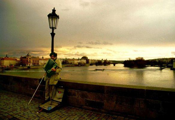 ...der blinde Musiker auf der Karlsbrücke in Prag