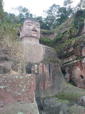 Der Buddha von Leshan 75 m hoch