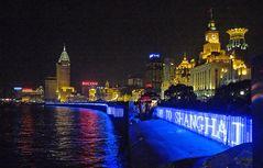 Der Bund strahlt und glitzert inzwischen mit Pudong um die Wette