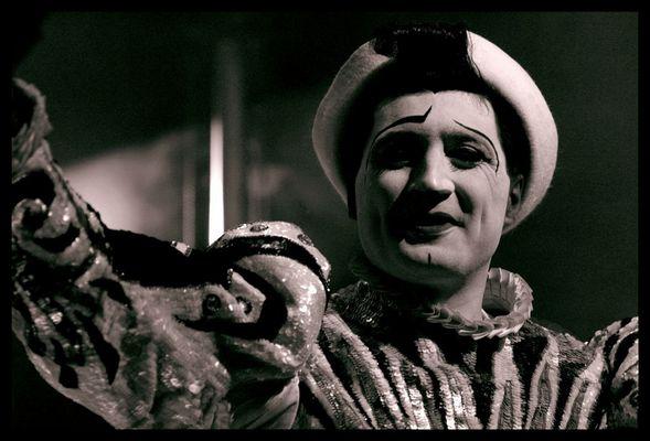 … der clown FRANCESCO CAROLI [81] ist tot – RONCALLI trauert , ein bild, das ihn … verabschiedet