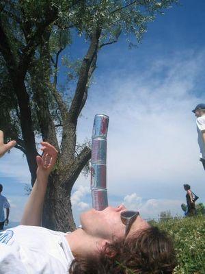 Der Cola-Dosen-Turm-Mann The Return