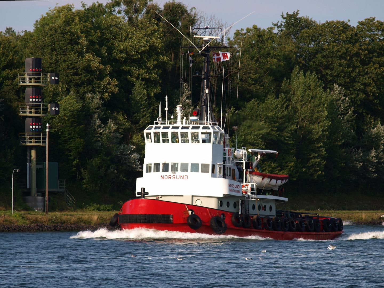 Der dänische Schlepper NORSUND auf dem Nord-Ostsee-Kanal.