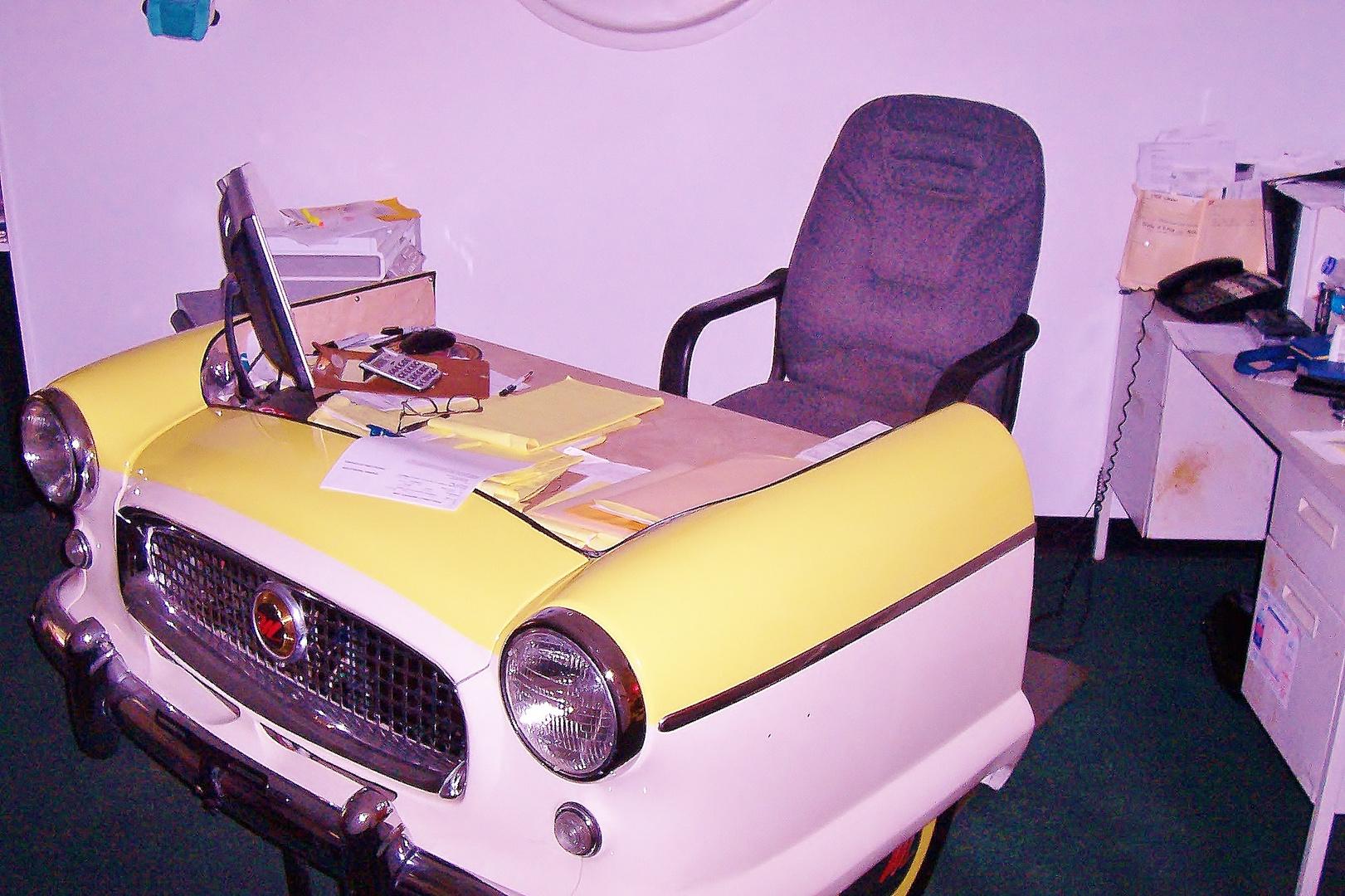 Der Desk des Classic Car Traders