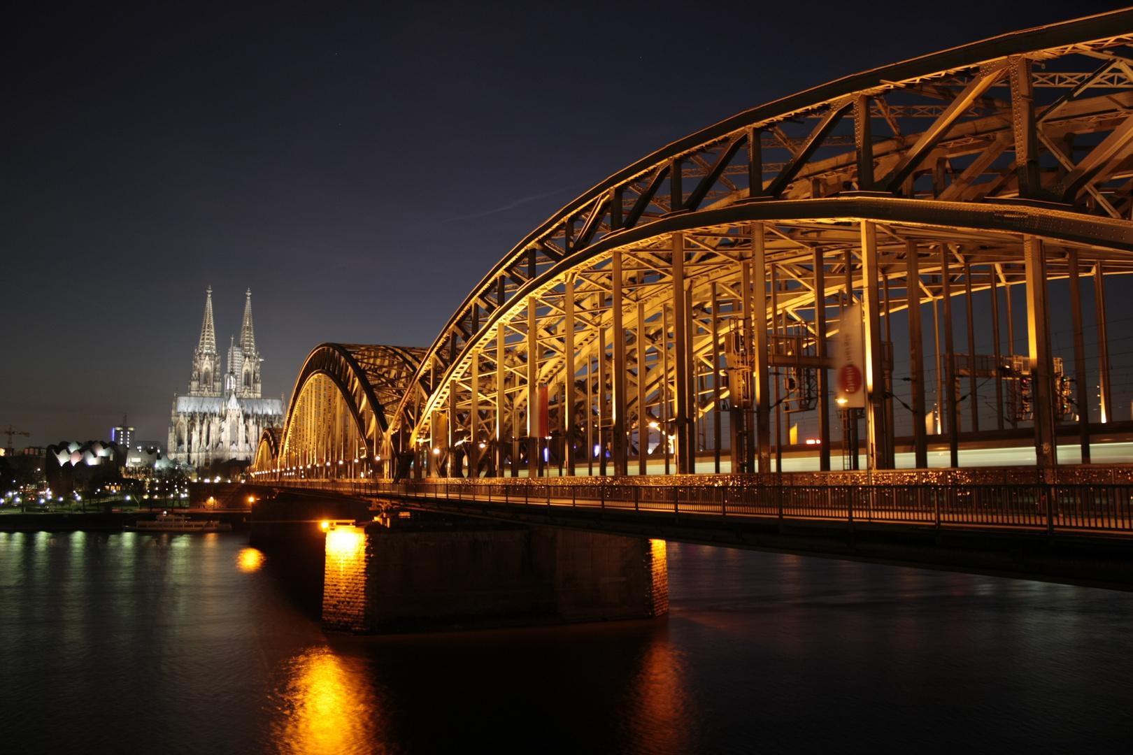 Der DOM und seine Brücke