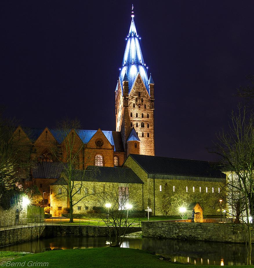 Der Dom zu Paderborn in weihnachtlichem Glanz..