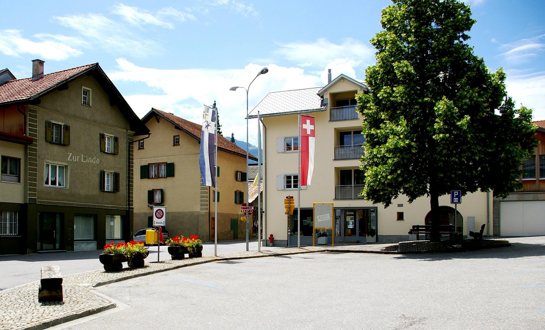 Der Dorfplatz . . .