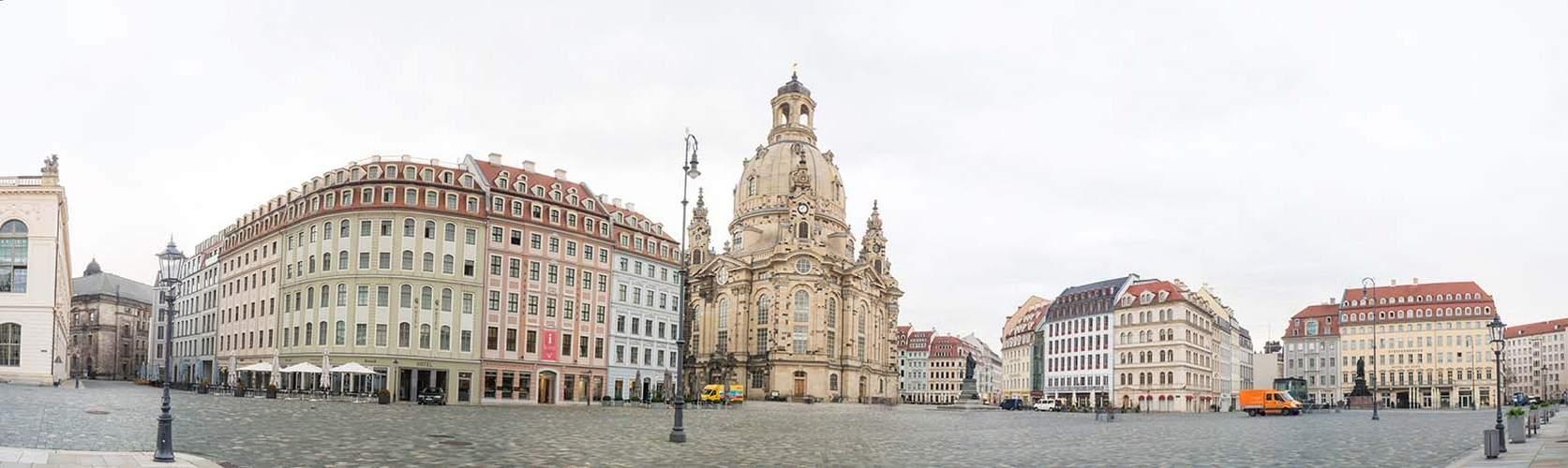 Der Dresdner Neumarkt am Morgen