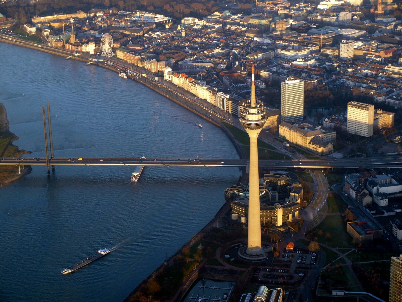 Der Düsseldorfer Rheinturm