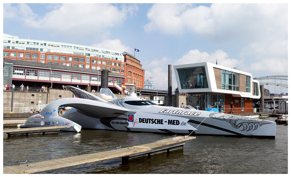 Der Earthrace Trimaran in Hamburg