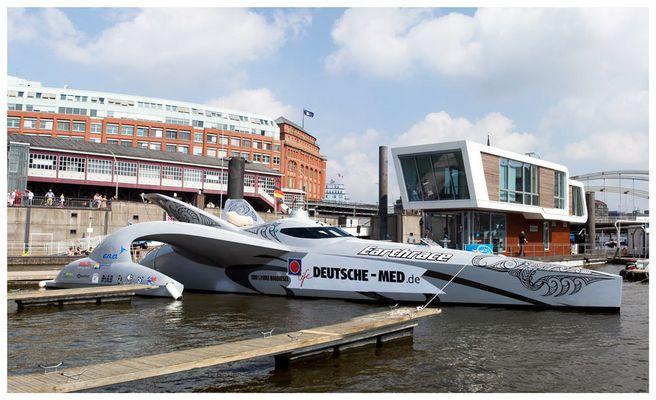 Der Earthrace Trimaran in Hamburg