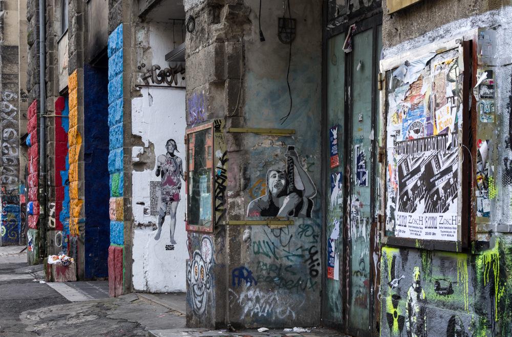 Der Eingang des Tacheles in der Oranienburger Straße (Berlin)