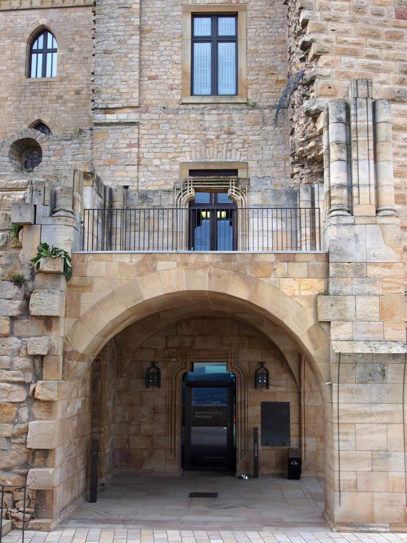 der Eingang zum Hambacher Schloß