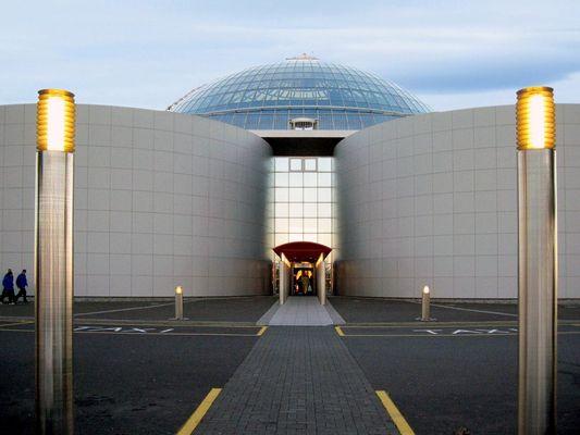 Der Eingang zur 'Perle' in Reykjavik