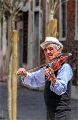 Der elegante Strassenmusikant