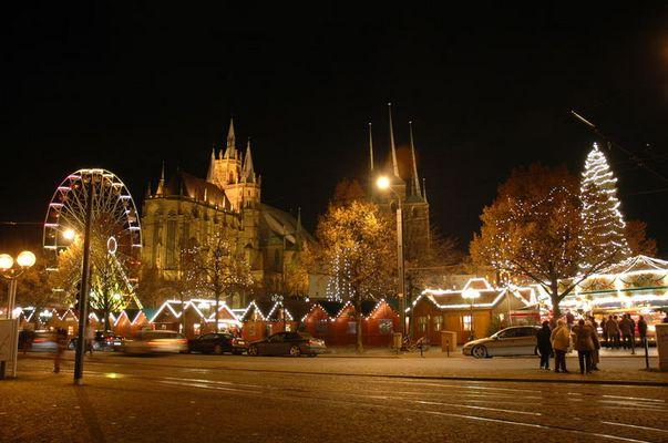 Der Erfurter Weihnachtsmarkt mit Blick auf den Dom