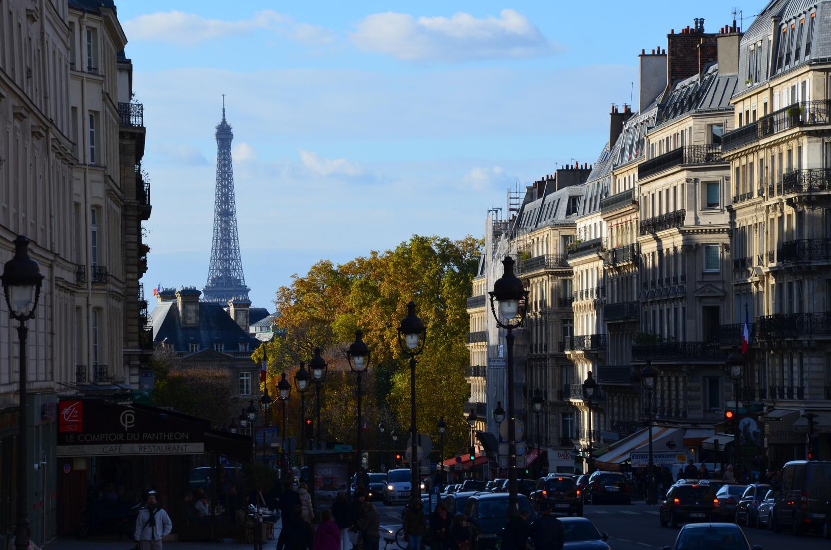 Der erste Blick auf den Eiffelturm