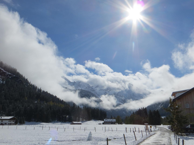 Der erste Schnee, aber noch siegt die Sonne