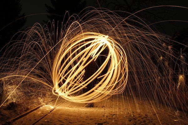 Der erste Versuch mit brennender Stahlwolle