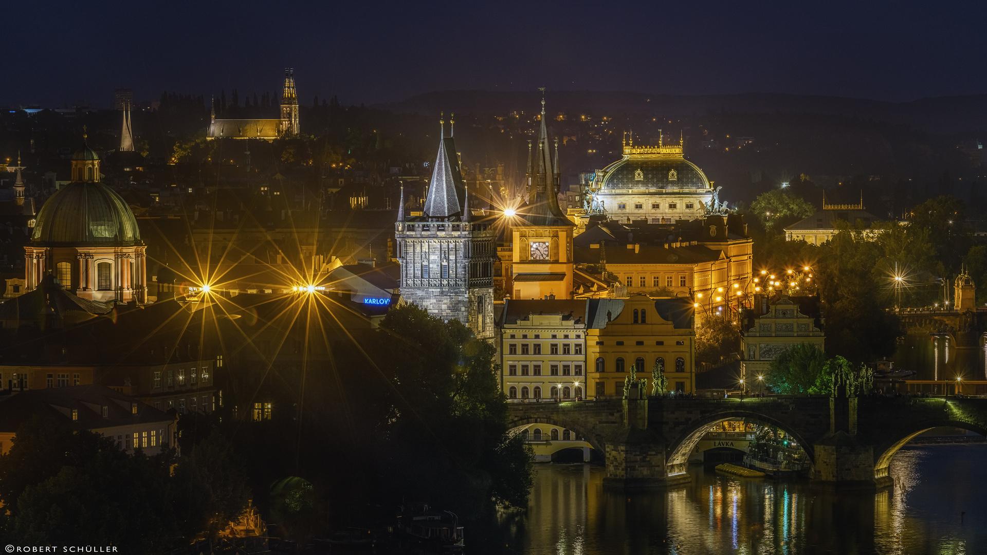 Der etwas andere Blick über die Prager Karlsbrücke aus der Vogelperspektive