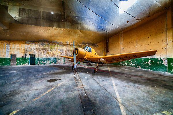 Der Flieger im Hangar