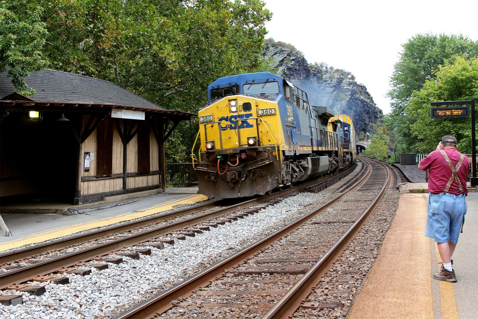 Der Fotograf auf der gelben Linie... Lebensgefahr ! Harpers Ferry, WV, USA