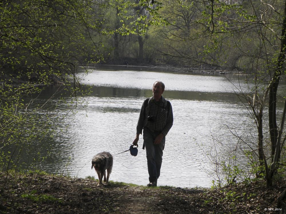 Der Fotograf mit Hund, der aus dem Groschenwasser kam ...