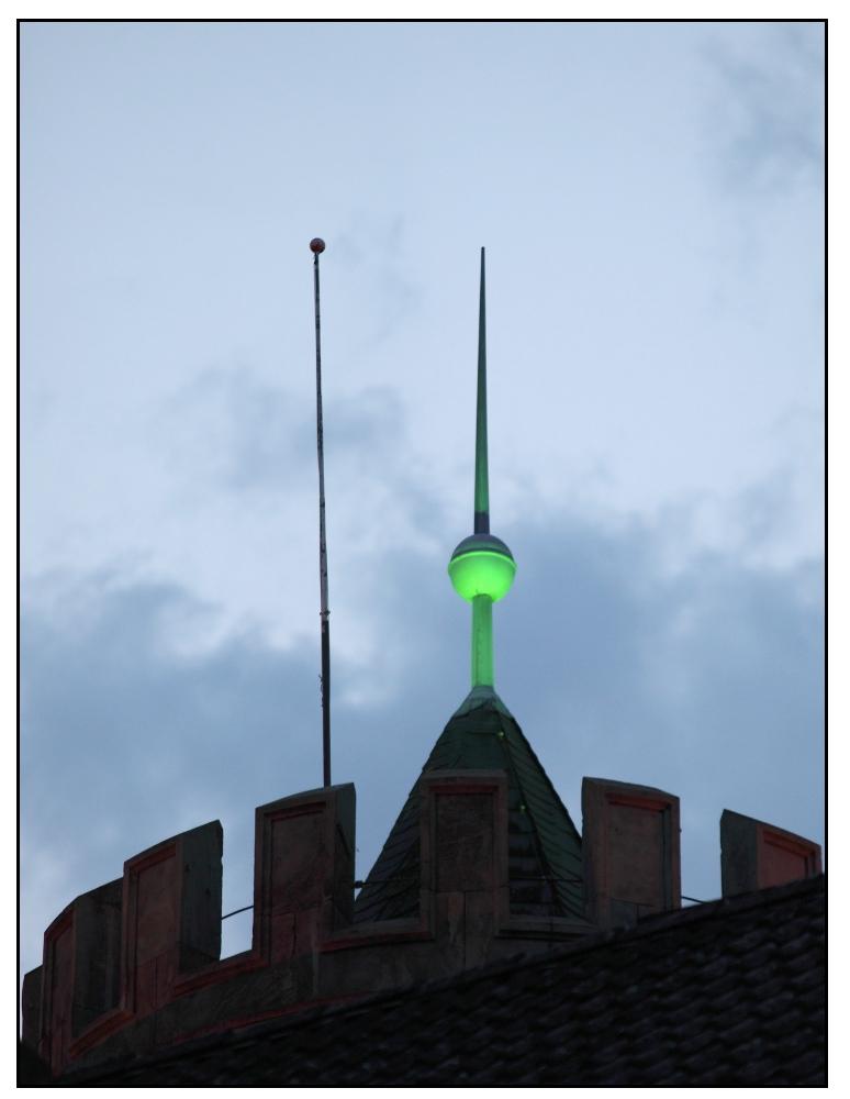 der Frühling kommt - die Turmspitze ist schon grün