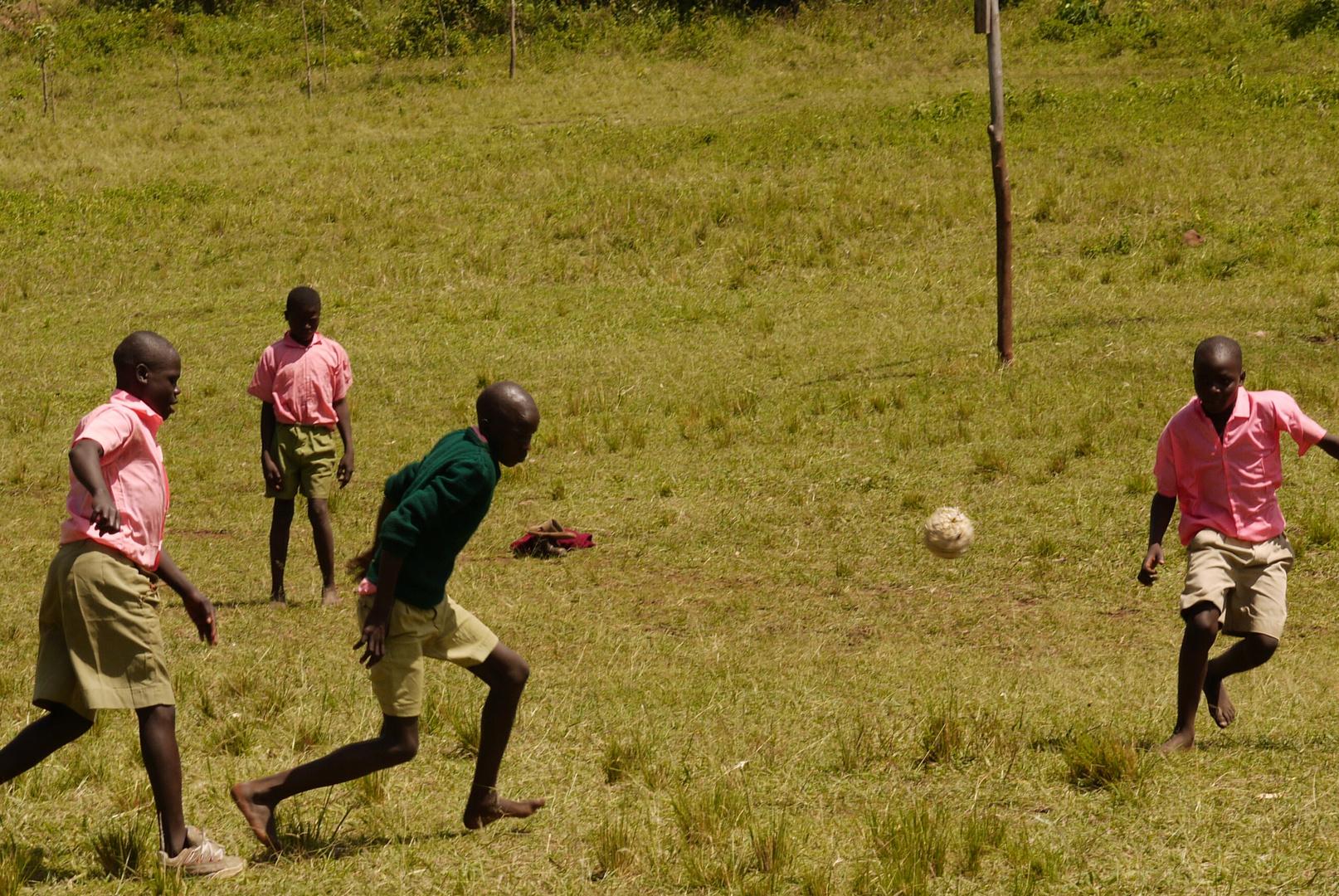 Der Fußball aus alten Plastiktüten tut es im Hochland auch