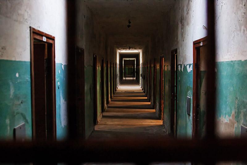 Der Gang in einem KZ-Gefängnis...