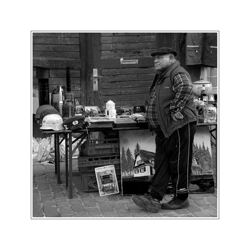 der Gedankengang des französischen Flohmarktverkäufers um 16 Uhr ...