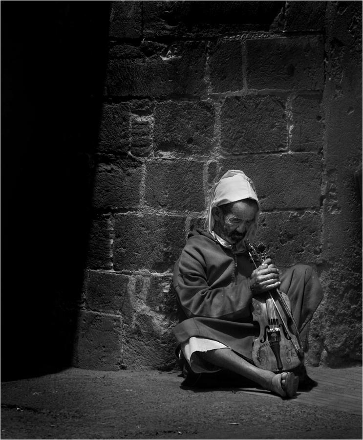 Der Geigenspieler macht Pause