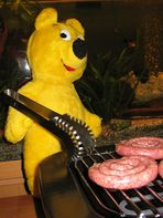 Der gelbe Bär grillt (1)