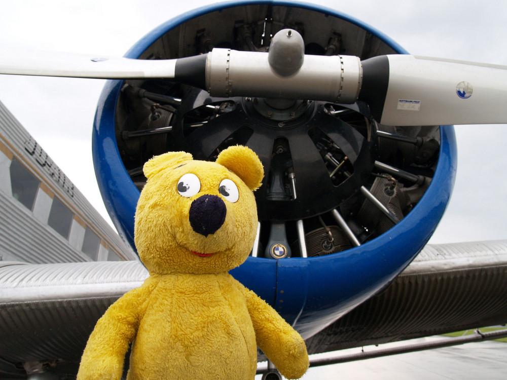 """Der gelbe Bär zu Besuch bei """"Tante JU"""""""