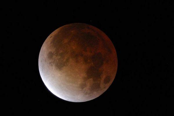 Der gespenstisch rote Mond