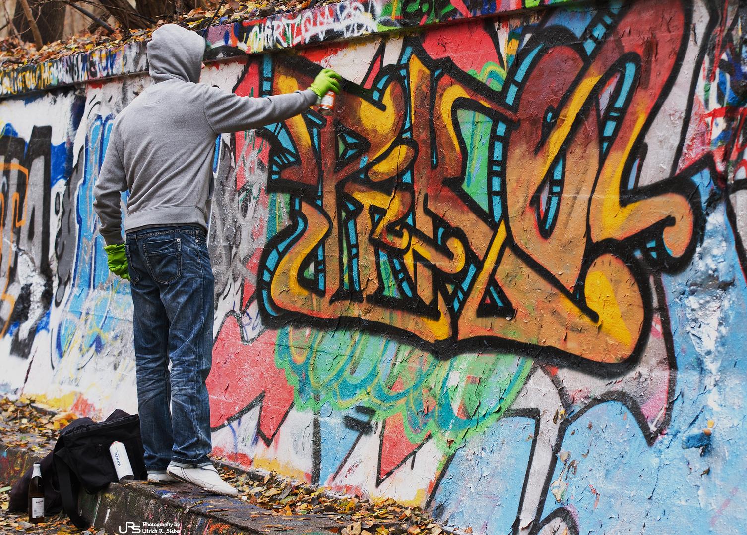 der graffiti sprayer foto bild streetart kunstfotografie kultur menschen bilder auf. Black Bedroom Furniture Sets. Home Design Ideas