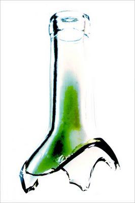 der griff zur flasche