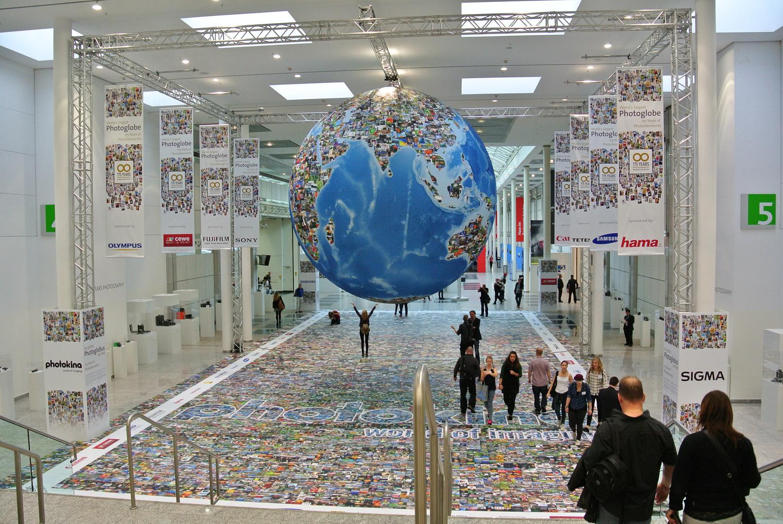 Der größte Foto-Globus der Welt auf der Photokina 2014