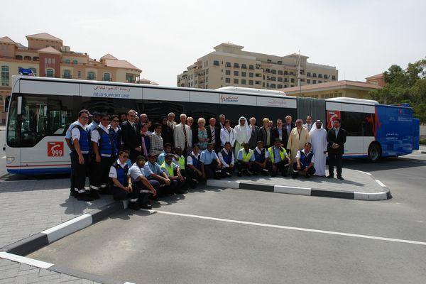 Der größte Krankenwagen der Welt (The Biggest Ambulance Bus in the World), Dubai, U.A.E. 26.04.2011.
